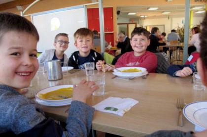 Les enfants de Châtenois mangent à l'Apei Centre Alsace