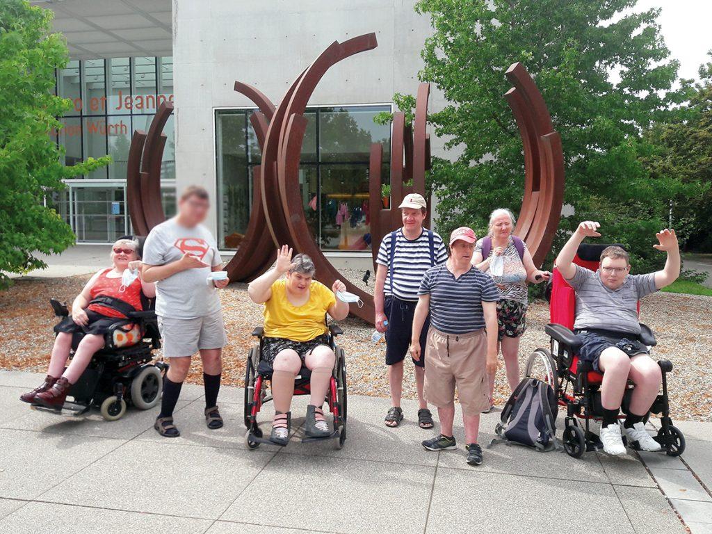 Le groupe devant le musée